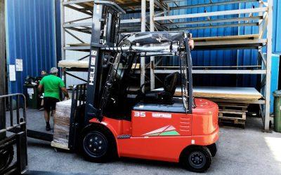 Три електрокара и два мотокара достави Хели България за голяма търговска компания